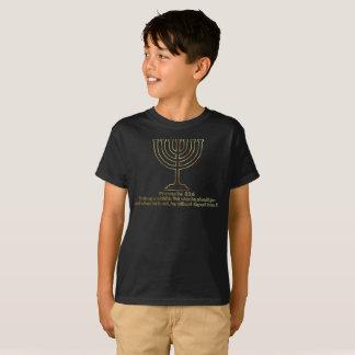 金ゴールドの(ユダヤ教)メノラー(男の子)の諺の22:6 Tシャツ