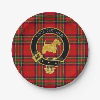 金ゴールドスコットランドテリアの一族は格子縞の頂点に達します ペーパープレート