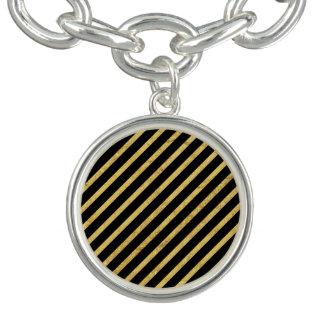 金ゴールドホイルおよび黒い対角線のストライプなパターン チャームブレスレット