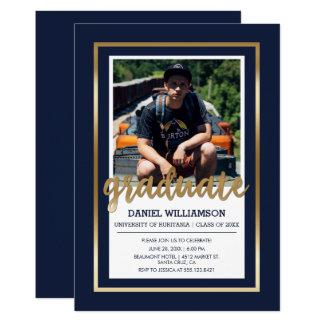 金ゴールド及び濃紺のタイポグラフィ|の写真の卒業 12.7 X 17.8 インビテーションカード