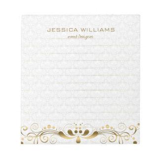 金ゴールド及び白いヴィンテージの花柄の渦巻及びダマスク織 ノートパッド