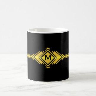 金ゴールド及び黒いアールデコベルトのモノグラム コーヒーマグカップ