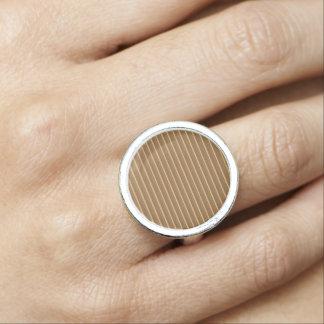 金ブラウンのストライプの輝きエレガントなNVN620 指輪
