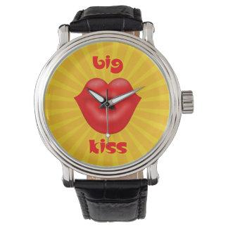 金太陽のな光線の赤い唇の大きいキス 腕時計