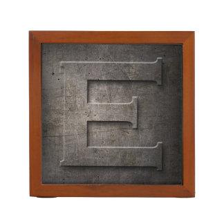金属のモノグラムE -机のオルガナイザー ペンスタンド