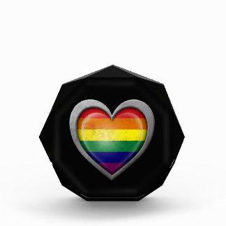 金属の効果のゲイプライドの虹のハートの旗 表彰盾