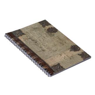 金属の蝶番が付いている旧式なヴィンテージの表紙 ノートブック
