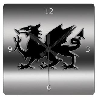 金属一見のウェールズの黒い様式化されたドラゴン スクエア壁時計