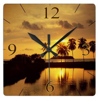 金日没の熱帯島 スクエア壁時計