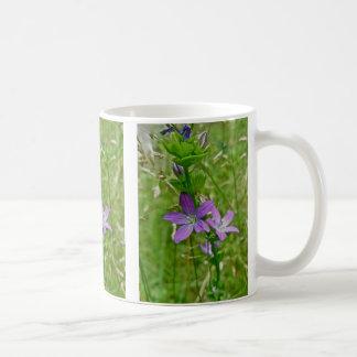 金星の姿見の野生の花の花柄 コーヒーマグカップ