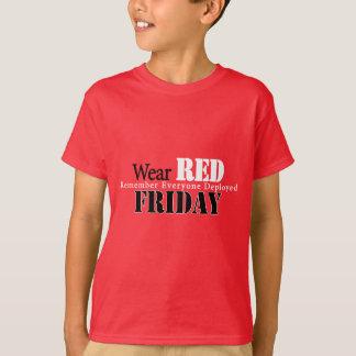 金曜日の衣服の赤 Tシャツ