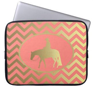 金珊瑚のシェブロンの西部の喜びの馬 ラップトップスリーブ