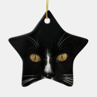 金目が付いている白黒タキシードの子猫 セラミックオーナメント
