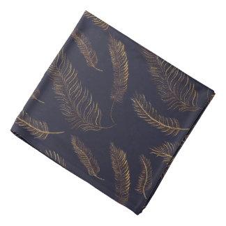 金羽が付いている黒いインディゴ バンダナ