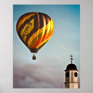 金褐色の熱気の気球上の砂のようなMcDuff ポスター