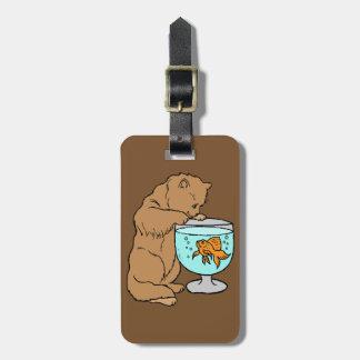金魚と遊んでいる猫 ラゲッジタグ