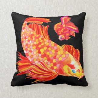 金魚のデザインの装飾的なクッション クッション