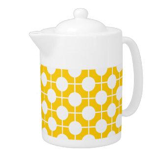 金黄色および白くモダンな水玉模様のティーポット