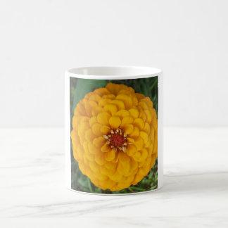 金《植物》百日草の花のマグ コーヒーマグカップ