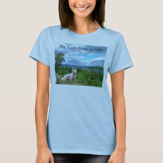 金RetrieverTワイシャツは私の子供4本の足を備えています Tシャツ