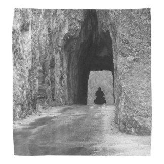 針のハイウェーのトンネル バンダナ