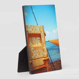 釣り針ラインseeyaのビーチの魚の青い突堤桟橋 フォトプラーク