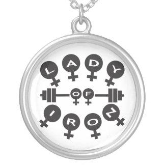 鉄の女性 シルバープレートネックレス