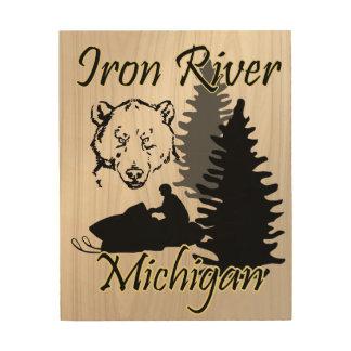 鉄の川のミシガン州のスノーモービルくま木芸術 ウッドウォールアート