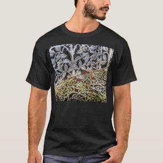 鉄の庭のベンチのTシャツ Tシャツ