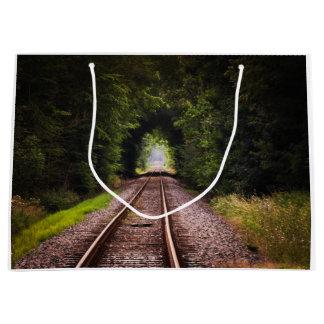 鉄道の緑の美しい景色 ラージペーパーバッグ