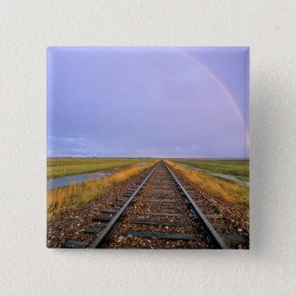 鉄道線路上の虹はFairfieldに近づきます 5.1cm 正方形バッジ