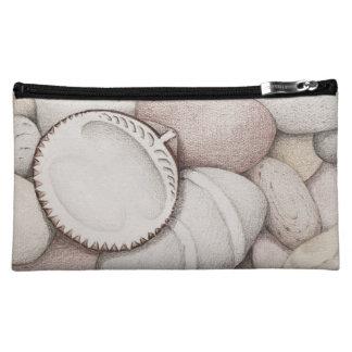 鉛筆のドクムギの海の貝そして小石 コスメティックバッグ