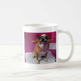鉛筆を持つチワワ コーヒーマグカップ