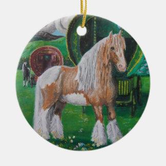 銀および金ゴールドのロマンチックな馬およびバン セラミックオーナメント