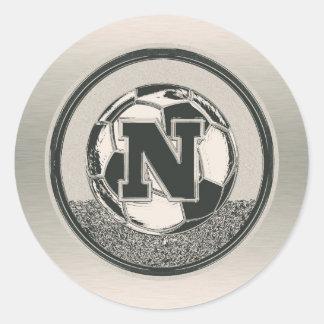 銀メダルのサッカーのモノグラムの手紙N ラウンドシール