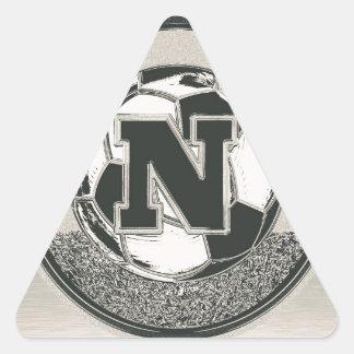 銀メダルのサッカーのモノグラムの手紙N 三角形シール