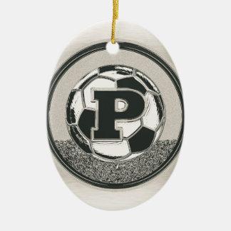 銀メダルのサッカーのモノグラムの手紙P セラミックオーナメント