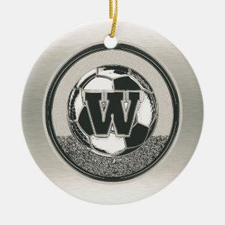 銀メダルのサッカーのモノグラムの手紙W セラミックオーナメント
