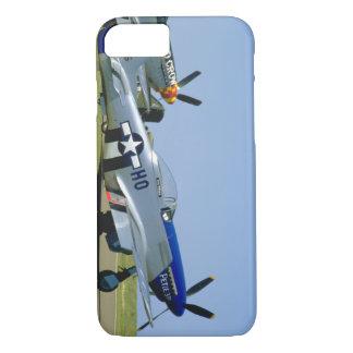 銀及び青い、P51ムスタング、Side_WWIIの飛行機 iPhone 8/7ケース