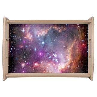 銀河の宇宙の紫色の星雲 トレー