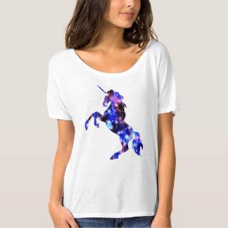 銀河系のピンクの美しいユニコーンのきらめくイメージ Tシャツ