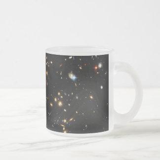 銀河系の集りのハッブルの発見の暗黒物質のリング フロストグラスマグカップ