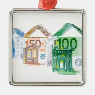 銀行券から成っている3軒の家 メタルオーナメント