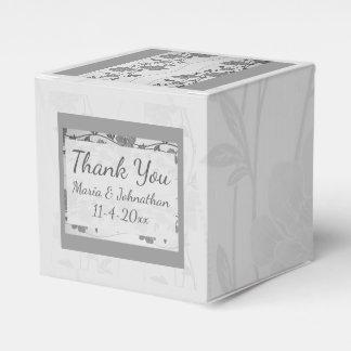 銀製および灰色の花の好意箱 フェイバーボックス