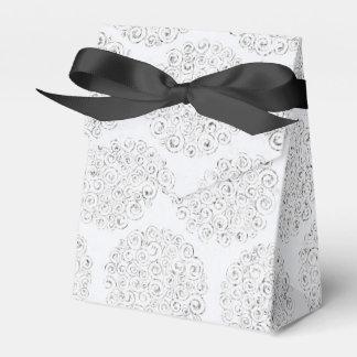 銀製および白いダマスク織 フェイバーボックス