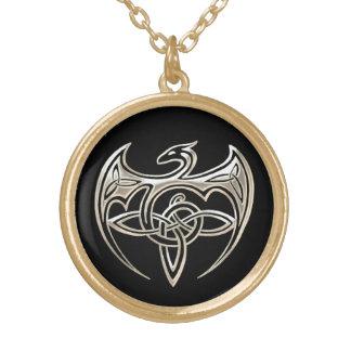 銀製および黒いドラゴンのTrineケルト結び目模様の芸術 ゴールドプレートネックレス
