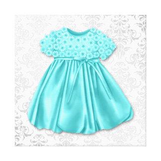 銀製のダマスク織のティール(緑がかった色)の青い服の女の赤ちゃん キャンバスプリント
