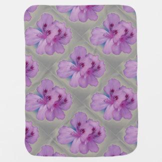 銀製のベビーブランケットの紫色の花 ベビー ブランケット