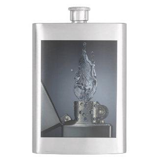銀製のライターのフラスコ フラスク