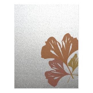 銀製の効果パターンの青銅色のイチョウの葉 ポストカード